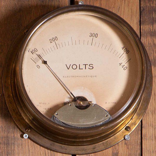 Ancien Voltmètre440 V à cadran et aiguille