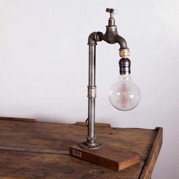 Lampe Design 1 - socle bois tuyaux et robinet