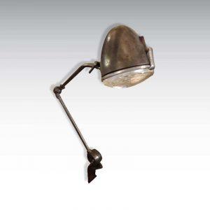 Lampe 2CV sur étau