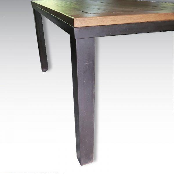 table haute pieds en acier et plateau chêne