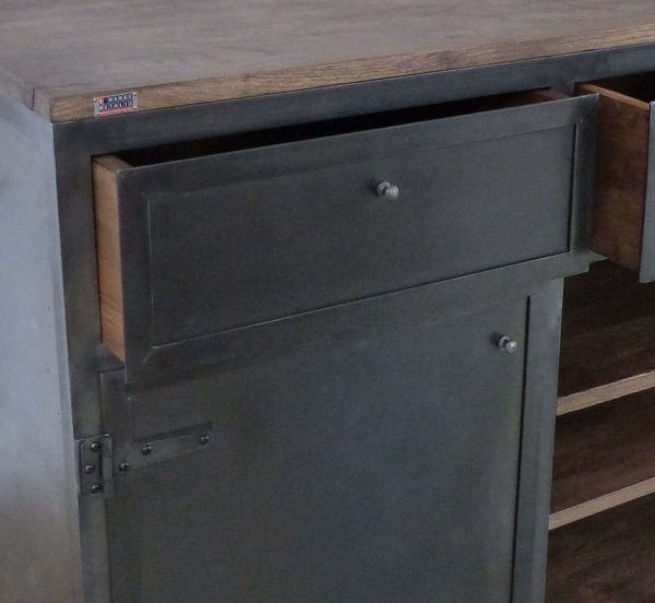 Buffet industriel à tiroirs