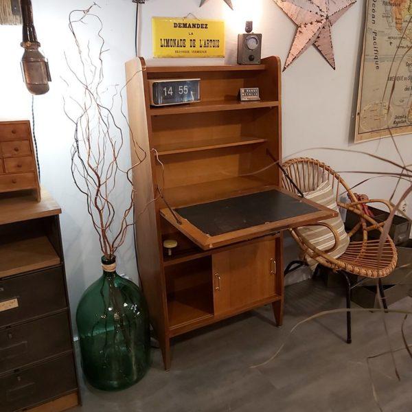 Secrétaire vintage idéal pour les petites espaces.