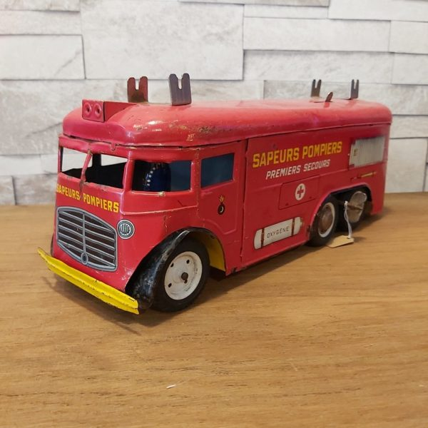 Jouet ancien camion de sapeurs pompiers joustra