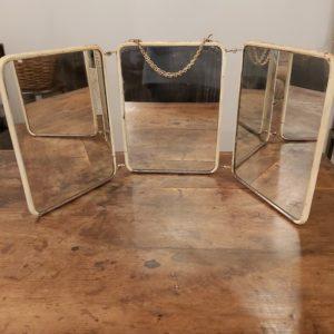 Ancien miroir triptyque de barbier ou coiffeur des années 30/40 avec chainette pour le suspendre.
