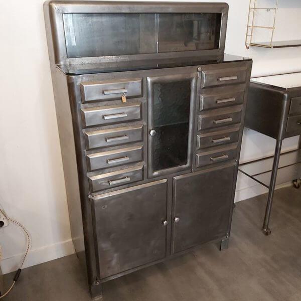 meuble cabinet dentaire ancien décapé ciré patine vitrine et rangement style industriel