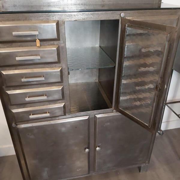 meuble ancien cabinet dentaire meuble de métier tiroirs et porte en acier décapé et ciré