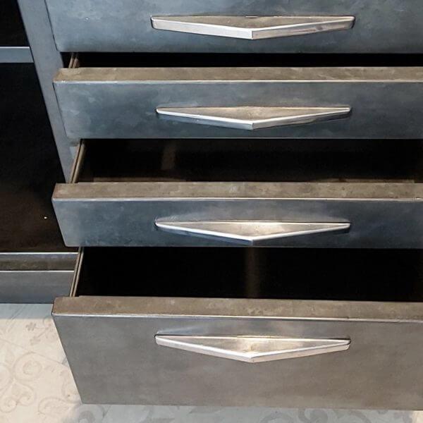 meuble de dentiste ancien tiroir avec poignée style art déco rangement acier patiné