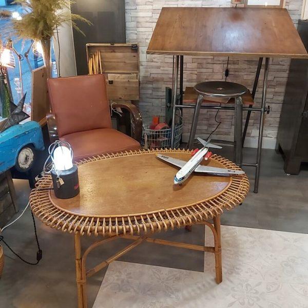 table basse vintage rotin boucles en forme de soleil