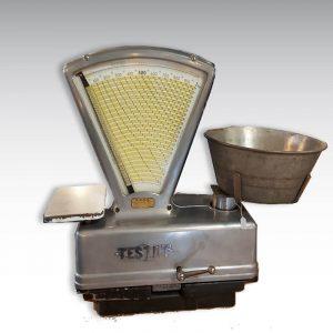 balance ancienne de la marque Testut acier bac pour peser légumes et fruits