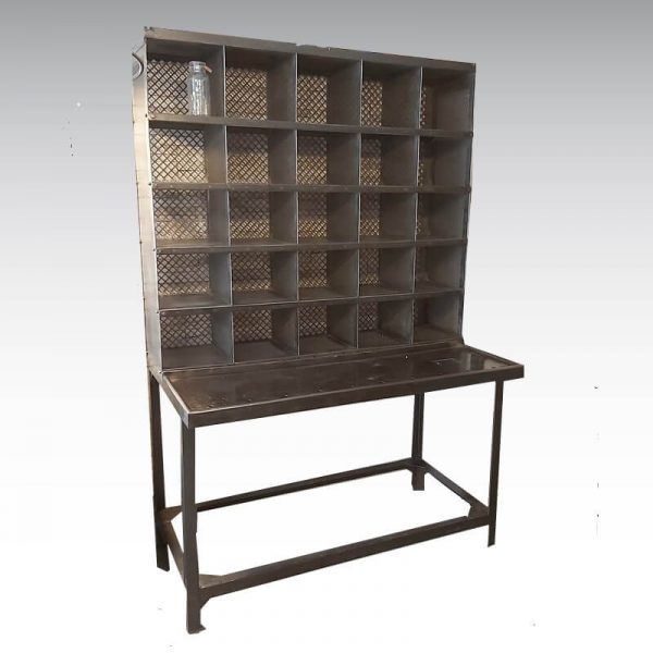 Bureau de tri postal ancien en acier