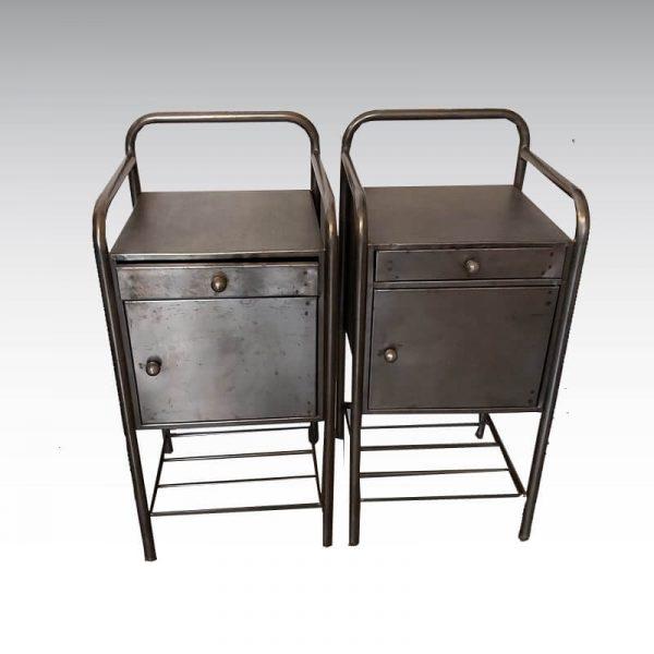 ancien chevet métallique provanant d'un hôpital