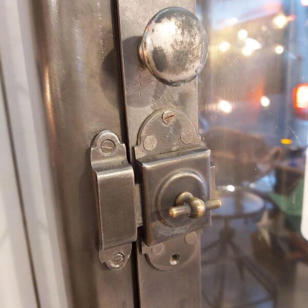 vitrine médicale partie haute vitrine avec verrou et poignée d'origine acier
