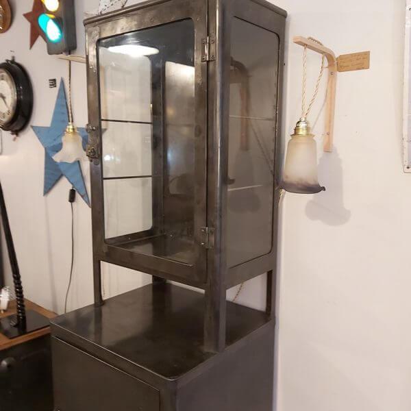 vitrine médicale ancienne avec 2 étagère acier brossé