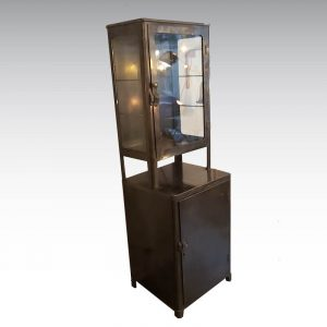 vitrine métallique médicale datant des années 1950 décapé ciré
