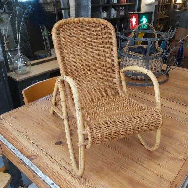 fauteuil vintage osier accoudoirs enfant