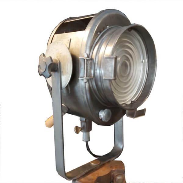 projecteur Cremer lentille Fresnel 16cm acier décapé ciré et patiné